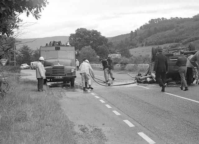 Crashed lorry, A831
