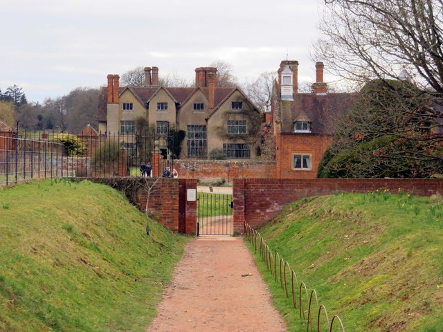 The path to Packwood House