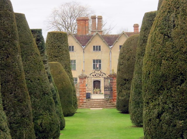 Packwood House from the Yew Garden