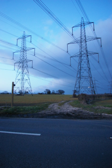 Pylon lines west of Snape