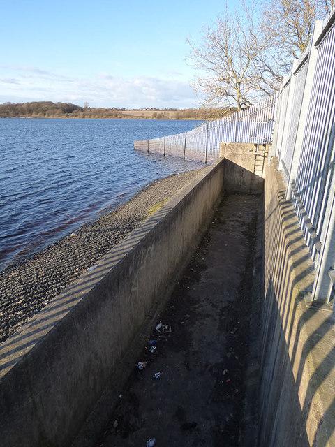 Ardsley Reservoir: overflow weir