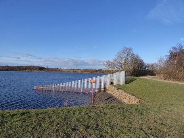 Ardsley Reservoir: fence round the overflow weir