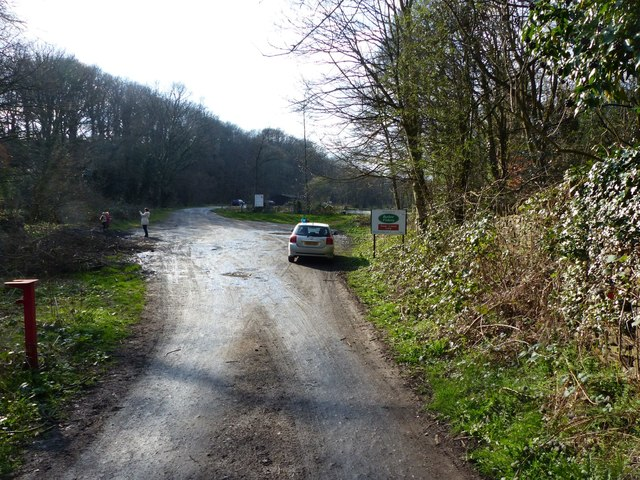 Entrance to Barlow Fishery