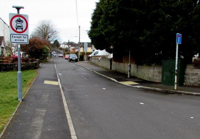 Signs at the eastern end of Llwyncrwn Road, Beddau