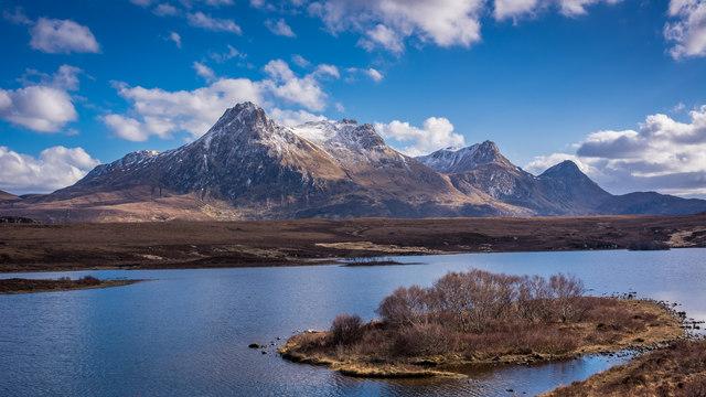 Wee islet on Lochan Hakel