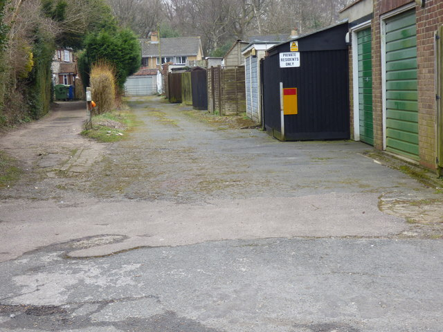 Coulsdon Common:  Backs of Old Fox Close