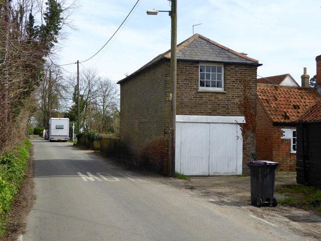 Looking towards the end of the road, Paglesham Eastend