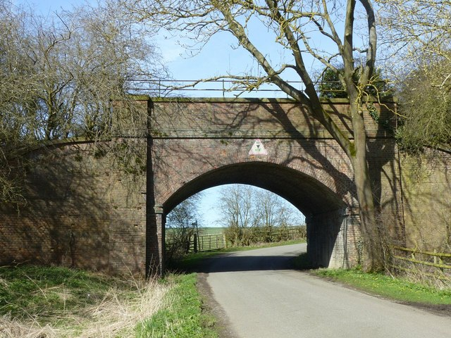 Disused railway bridge over Ingarsby Lane
