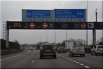 TQ0168 : Borough of Runnymede : M25 Motorway by Lewis Clarke