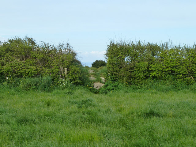 Gap for the footpath