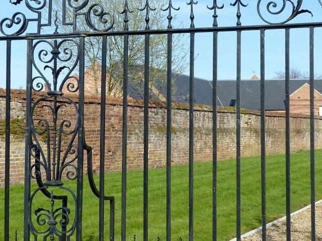 Scraptoft Hall gates and screen