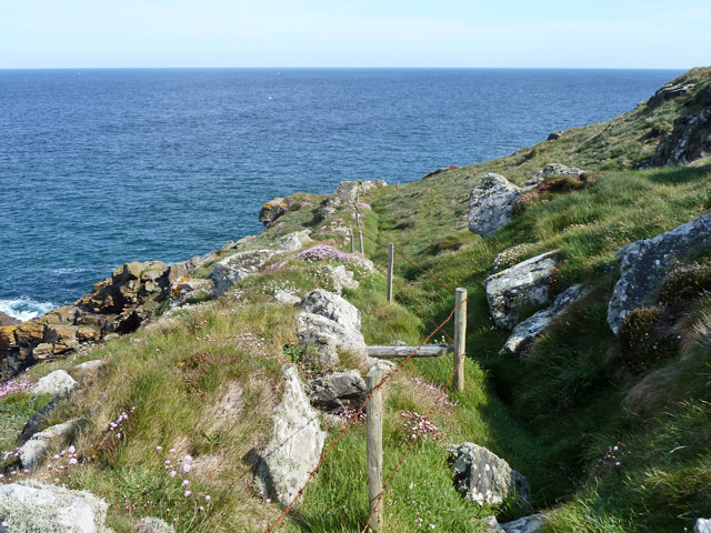 Old wall and fence, Pen Enys Point