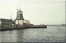NJ9505 : Pilot House, Pocra Quay, Aberdeen by Richard Sutcliffe