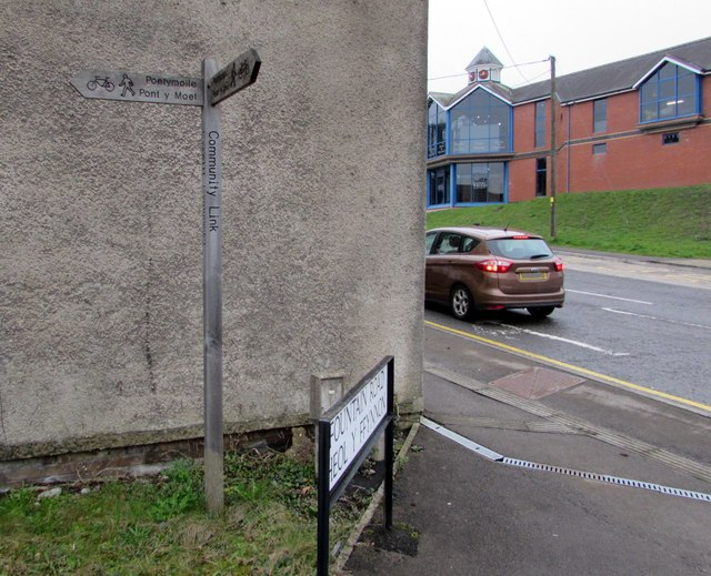 Wooden Community Link signpost on the corner of Fountain Road and Rockhill Road, Pontypool