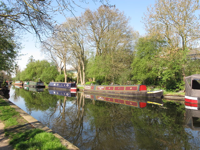Narrowboat Colonel and others above Cowley bridge
