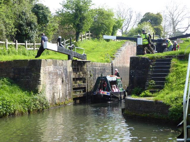 'Perseverance' leaving Ryeford Lower Lock, Stroudwater Navigation