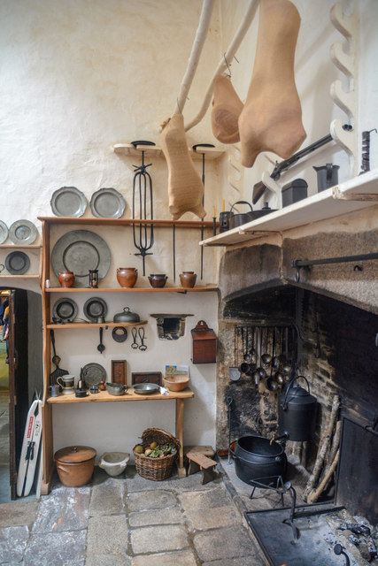 Cornwall : Cotehele House - Kitchen