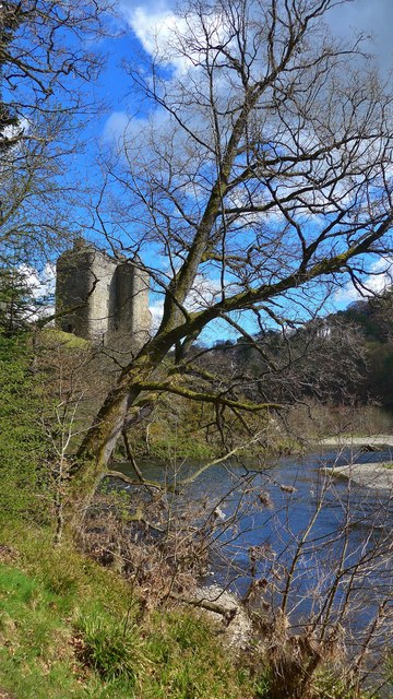Neidpath castle and the River Tweed