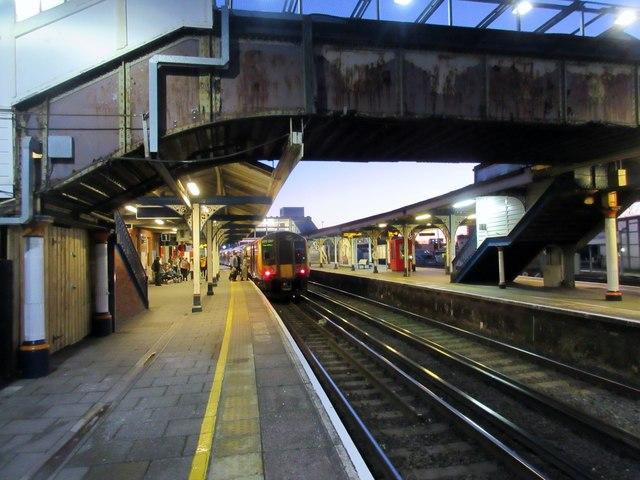 Footbridge between platforms 1 & 2, Fratton Station