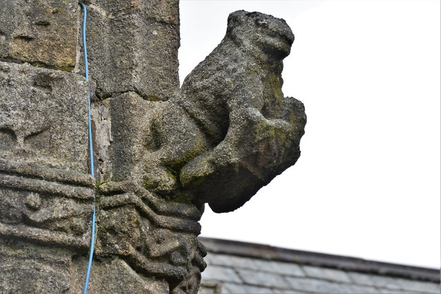 Launceston, St. Mary Magdalene's Church: Weathered sculpture on the tower