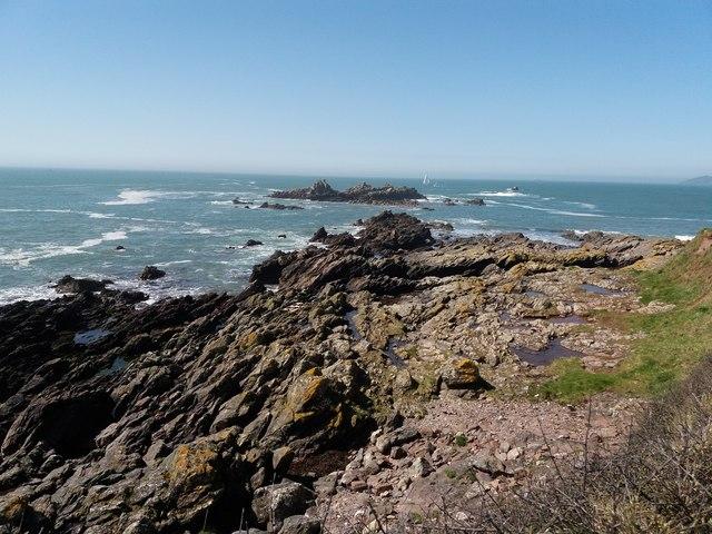Heybrook Bay: Renney Rocks at high tide