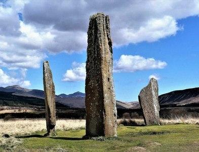 NR9132 : Machrie Moor Stone Circle 2 by Raibeart MacAoidh