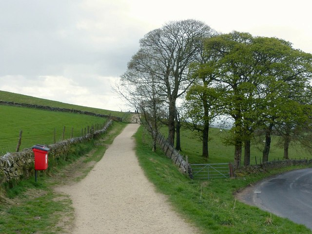 Footpath to Tegg's Nose summit