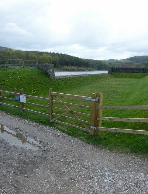 Ridgegate Reservoir, emergency spillway