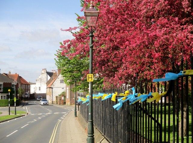Tour  de  Yorkshire  2018  Beverley  Minster  railings