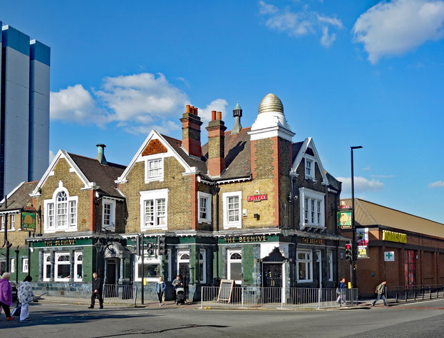 """The Beehive"" public house, Brentford"