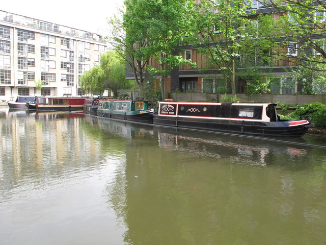 """Lindy Hopper"" of Wenlock Basin, narrowboat on Regent's Canal, Hackney"