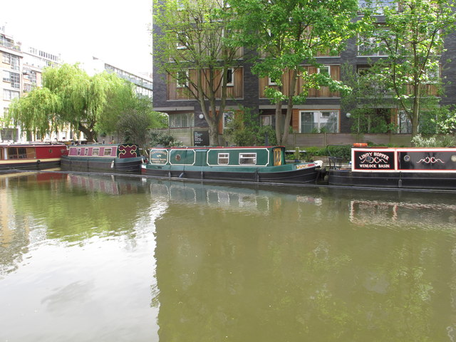 """Footloose"", narrowboat on Regent's Canal, Hackney"