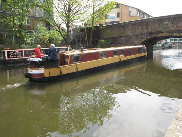 """Tintagel"" narrowboat goes under Wharf Road bridge"