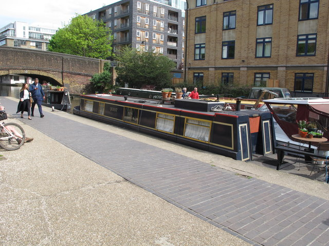"""Quest"" narrowboat by Wharf Road bridge"