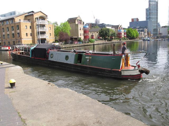 """Widgeon"" narrowboat by City Road Basin"