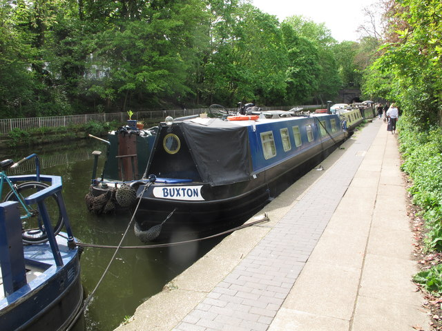 """Buxton"", narrowboat on Regent's Canal by Islington tunnel"
