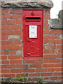 SJ0782 : Edward VII post-box in Fforddlas, Prestatyn by John S Turner