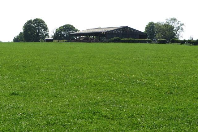 Barn on the footpath into Maids Moreton