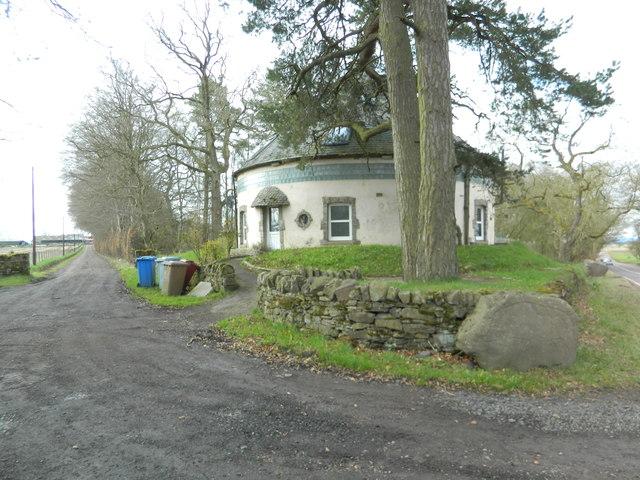 Circular dwelling on the A70, at the entrance to Carlindean Farm, near Carnwath