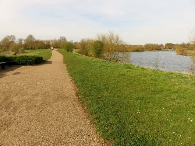 Footpath and National Cycle Route 6 by Caldecotte Lake
