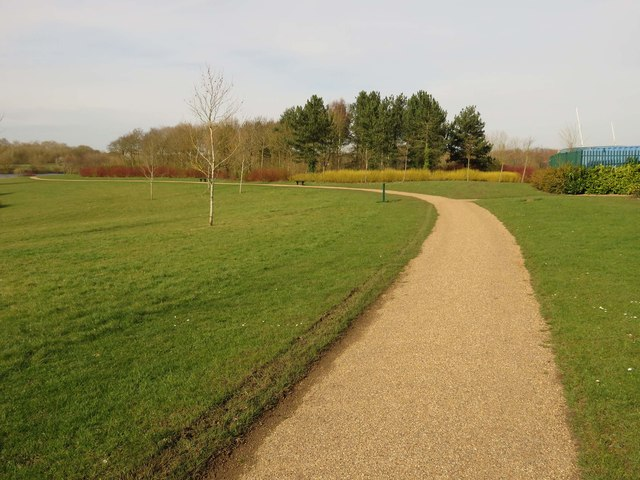 Footpath around Caldecotte Lake