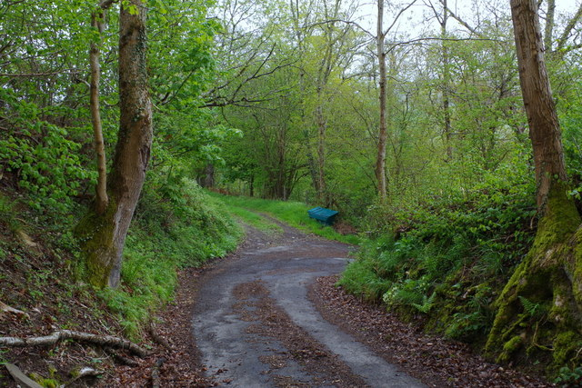 Corner on very steep dead-end lane into the Duhonw valley