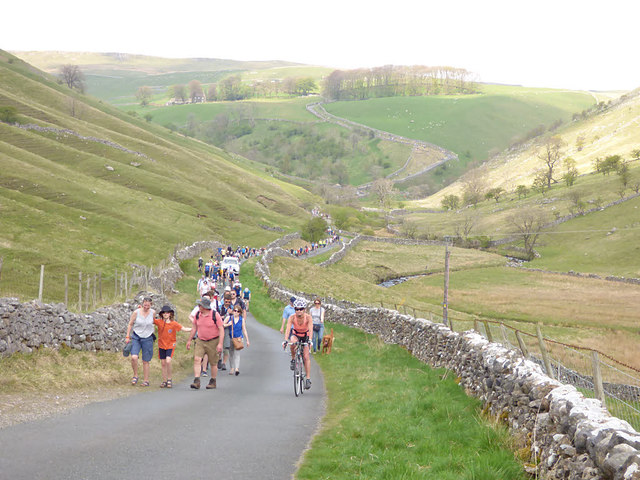 Tour de Yorkshire - returning spectators on foot