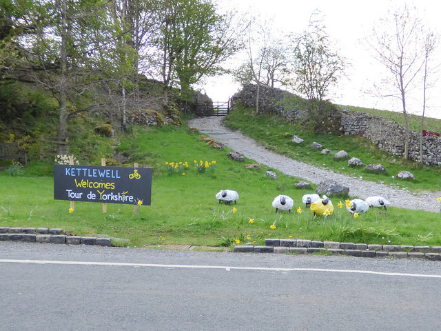 Sheepy welcome to Kettlewell