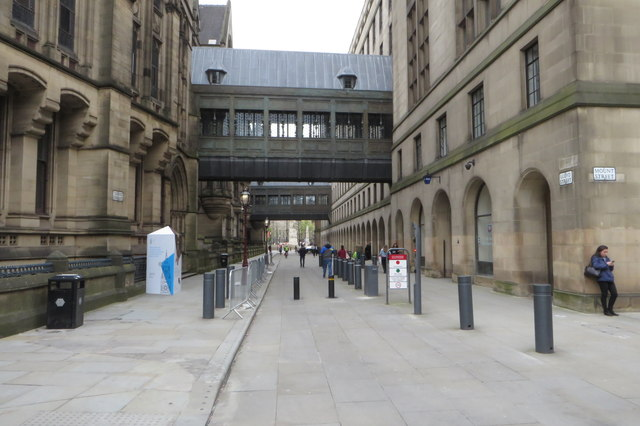 Footbridges in LLoyd Street
