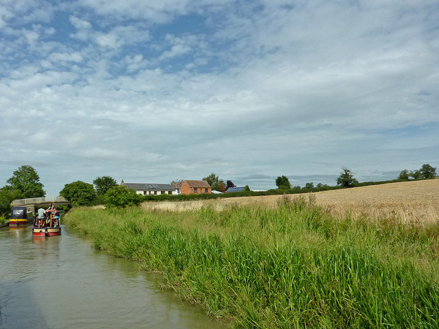 Canal and farmland north-east of Willoughby in Warwickshire