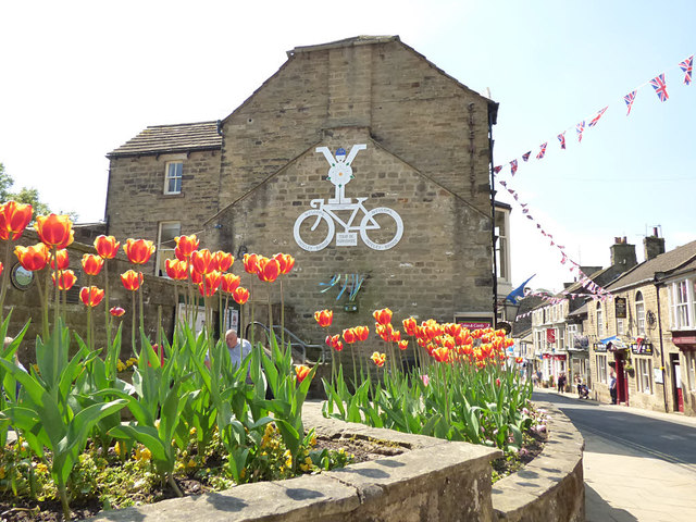 Pateley Bridge High Street with TdY bicycle (2018)