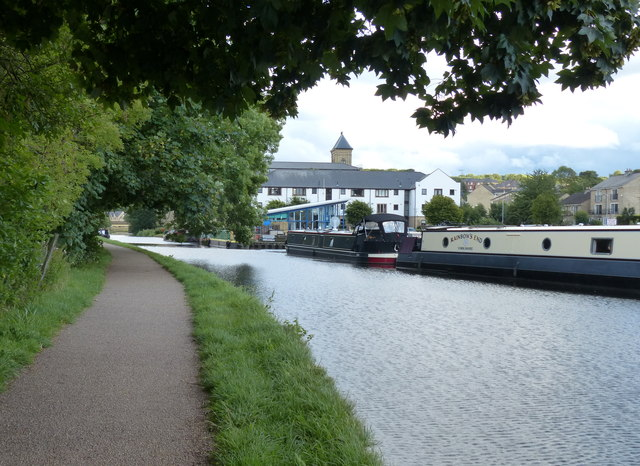 Leeds and Liverpool Canal towpath at Apperley Bridge