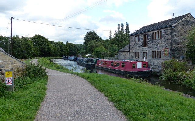 Leeds and Liverpool Canal at Apperley Bridge