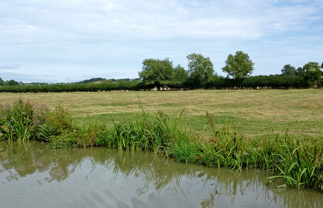 Canal and pasture north-east of Willoughby in Warwickshire